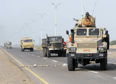 [File photo] Yemeni Army forces move into the southern city of Zinjibar, Yemen after freeing it from the hands of al-Qaeda-linked militants, September 2011