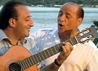 Mariano Apicella with Silvio Berlusconi in 2003.