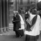 Douglas Hyde entering St Patrick's Cathedral at 9.55am. He was escorted to a pew formerly known as the Royal Pew, but now dubbed the President's Pew.