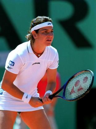 Sanchez-Vicario in action at Roland Garros back in 2000.