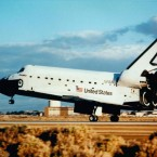Discovery returns to Earth after sending the Hubble Space Telescope out into orbit in 1990. (Image: NASA)