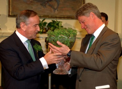 Taoiseach Albert Reynolds presents President Bill Clinton with a bowl of Shamrock.
