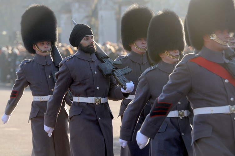 uk sikh soldier becomes first to guard queen while wearing turban