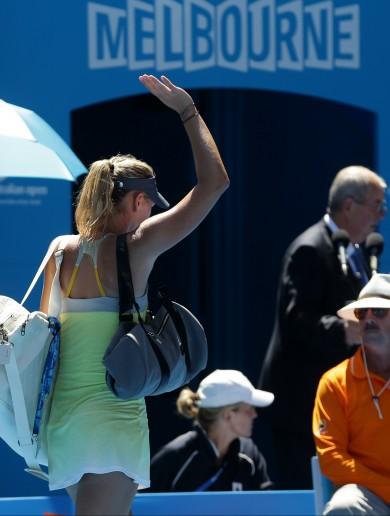 Wave goodbye: Li Na storms past Sharapova into final