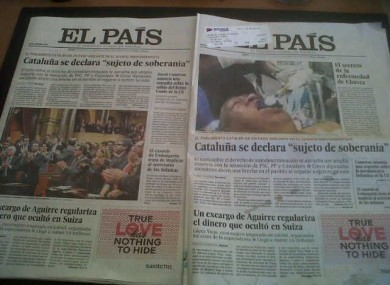 Venezuela's Information Minister Ernesto Villegas tweeted this image showing the El Pais cover on the right