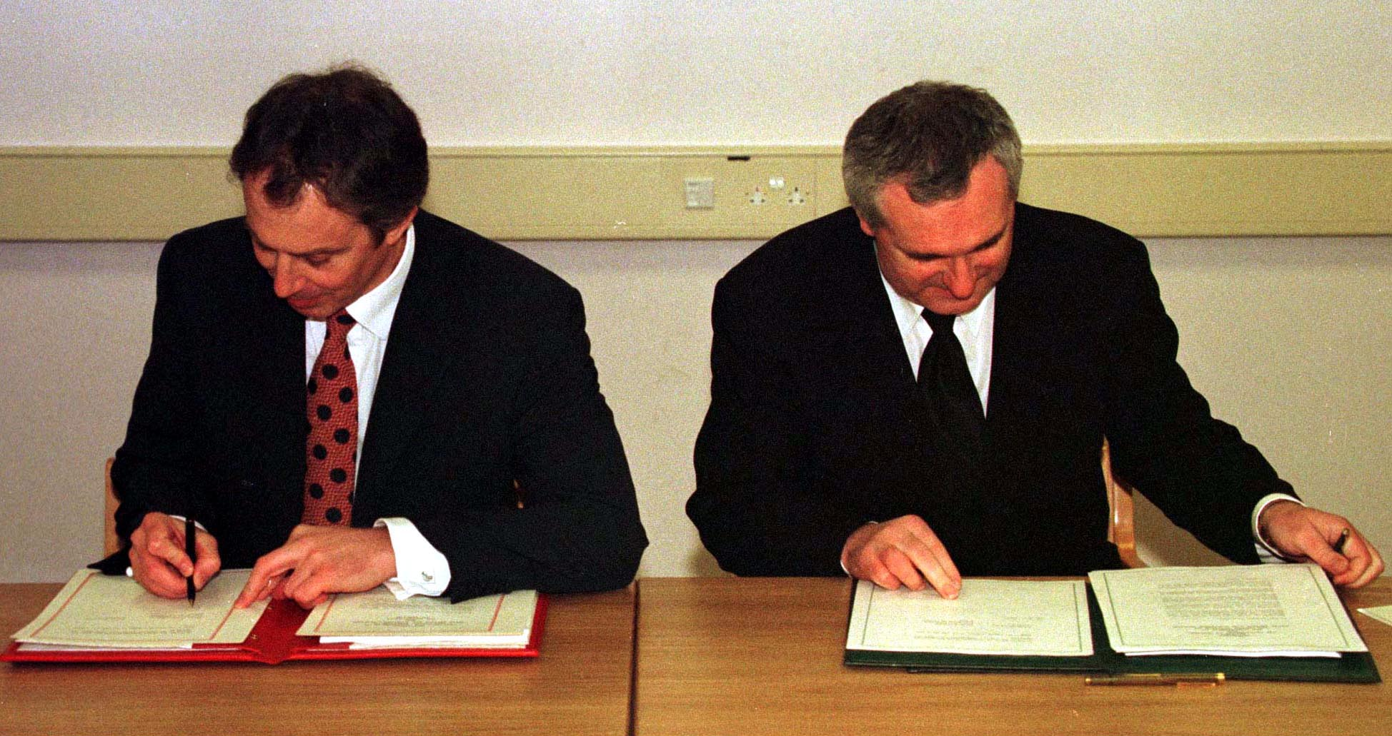 15 years ago today the good friday agreement was signed 15 years ago today the good friday agreement was signed thejournal platinumwayz