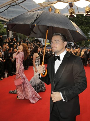 Quick Leo! Leg it over to Florence, her hair will be ruined!
