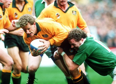 Michael Lynagh is tackled by Philip Matthews at the 1991 World Cup.