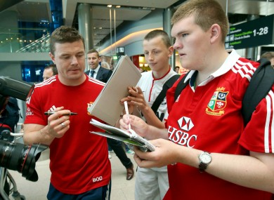 Brian O'Driscoll signs autographs for fans at Dublin Airport.