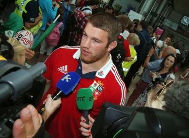 Sean O'Brien speaks to the media at Dublin Airport.