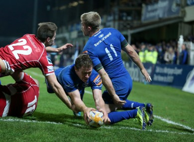 Eoin Reddan squeezes through for a try.