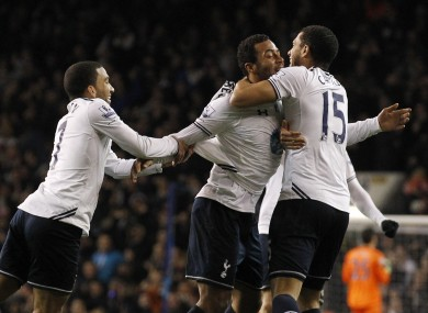Mousa Dembélé celebrates with his Spurs teammates.