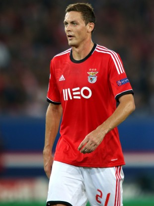 Matic playing for Benfica.