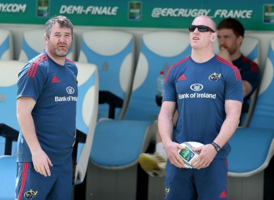 Anthony Foley and Paul O'Connell take up the shaded area of Stade Velodrome yesterday.