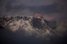 Bad weather halts rescue after deadliest Everest disaster