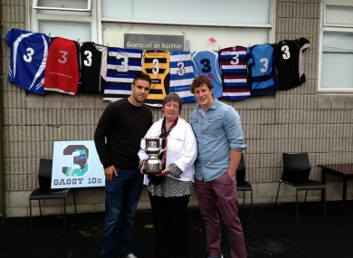 Munster players Conor Murray and Barry O'Mahony with Shane Geoghegan's mother, Mary.