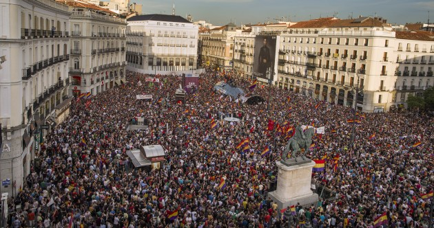 """""""No more kings!"""" – Huge crowds gather to protest against the monarchy in Spain"""