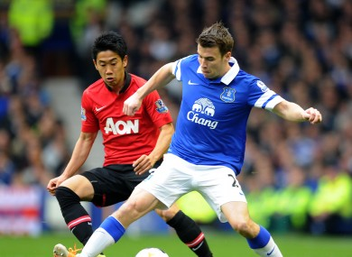 Everton's Seamus Coleman right, and Manchester United's Shinji Kagawa battle for the ball.