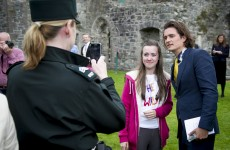 Orlando Bloom attends Irish wedding, poses for 7 gagillion selfies… it's The Dredge