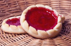 Warehouse worker sacked for eating a jam tart