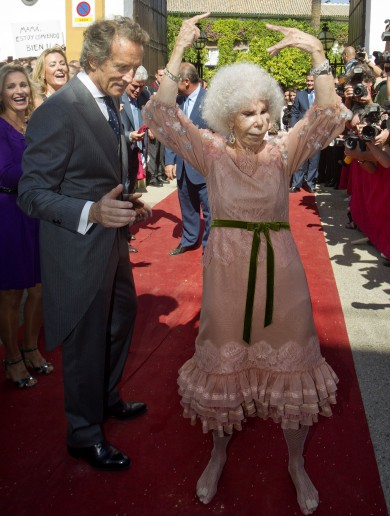 Spain bids farewell to the eccentric, flamenco-dancing Duchess of Alba (88)