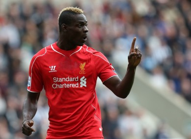 Balotelli indicating the amount of goals he needs to win our bet.