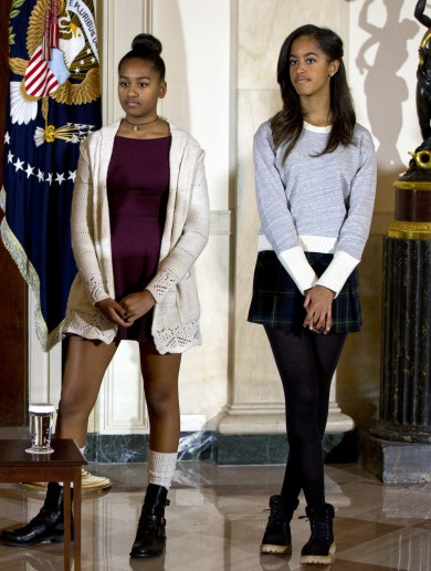 "Aide resigns after telling Obama daughters to ""dress like you deserve respect"""