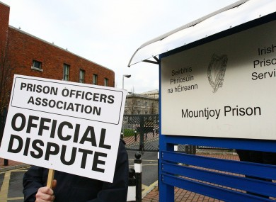 Prison officers outside Mountjoy Prison in 2007.