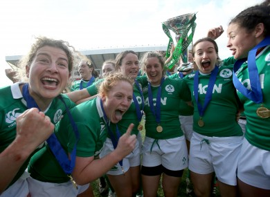 Jenny Murphy, Fiona Hayes, Jackie Sheilds, Alison Miller and Sarah Mimnagh celebrate Ireland's 2015 Six Nations.