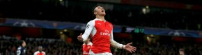 Goals from Özil and Sanchez keep Gunners' Champions League hopes alive