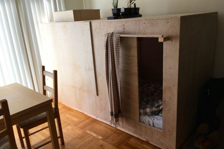Charming Man Canu0027t Afford To Live Anywhere   Builds Bedroom U0027podu0027 In Someone Elseu0027s  Apartment