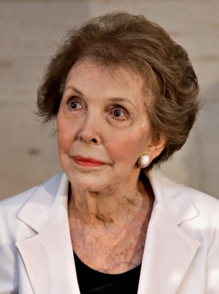 Nancy Reagan at the unveiling of a statue to her husband in 2009.