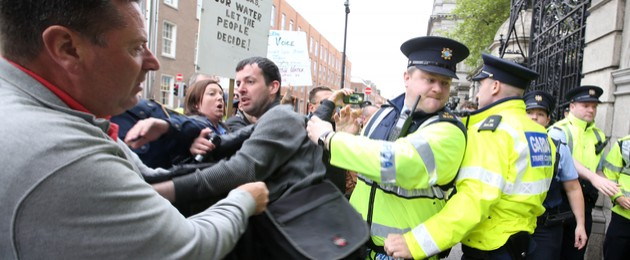 Gardaí and anti-water charges protesters involved in a minor scuffle outside the gates of Leinster House today