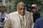 'Legally blind' Bill Cosby arrives for jury selection in sex assault trial