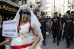 Police fire rubber bullets at crowd to stop Istanbul Pride parade