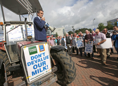 IFA President Joe Healy talks to suppliers as IFA Milk producers from around the country protest outside Dunne's Stores and Aldi in Portlaoise.