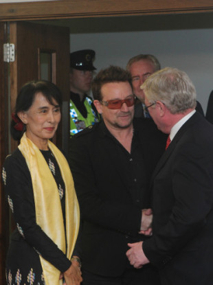 Suu Kyi with then Tánaiste and Minister for Foreign Affairs Eamon Gilmore (right) and U2's Bono after her arrival at Dublin Airport in 2012
