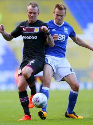 Aston Villa's Glenn Whelan (left) and Birmingham City's Maikel Kieftenbeld battle for the ball.