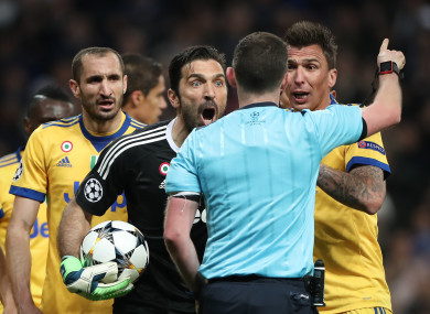 Buffon protests to Oliver.