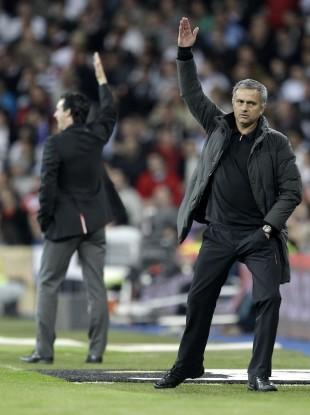 Jose Mourinho and Valencia coach Unai Emery in a dual taxi-hailing pose