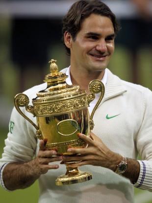 Roger Federer with Wimbledon title number seven.