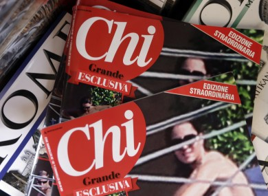 Chi magazine has published a special edition with the title: 'The Queen is Nude!'.
