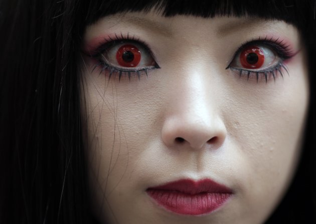 Novelty Contact Lenses Worn For Halloween Can Cause
