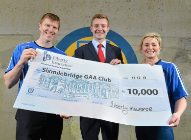 Morey pictured with club-mate Niall Gilligan, left, and Galway senior hurling captain Joe Canning at the announcement that Sixmilebridge were the winners of €10,000 through the Liberty Insurance GAA club offer.