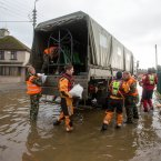 The army and fire service lay sand bags in Saint Marys Park area of Limerick.<span class=