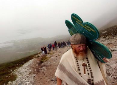 Pilgrims during the 2007 ascent.