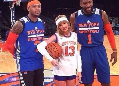 Taylor Swift with an unimpressed Carmelo and a beaming Amar'e Stoudemire.