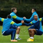 Arsenal's Theo Walcott (right) and teammate Alex Oxlade-Chamberlain (left) during a training session at London Colney.<span class=