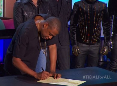 Jay Z signs the declaration of independence