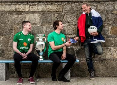 Carlsberg ambassador Petit with two Irish fans.